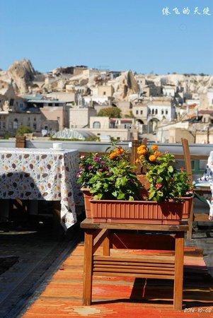 Oriental Cave Suites : 美好的早餐阳台