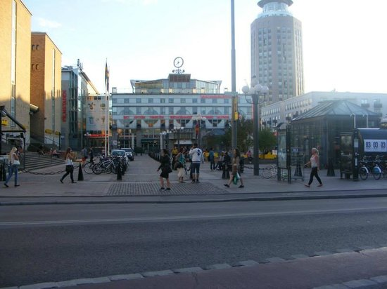 Scandic Malmen: The Square (Medborgarplatsen) facing the Hotel!!