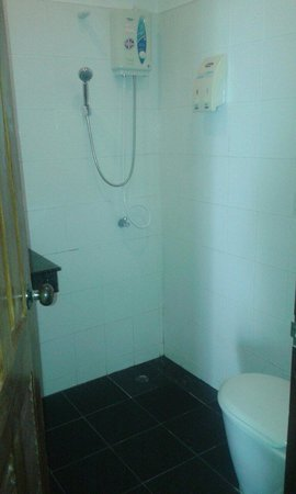 Nadivana Serviced Apartments : Salle de bain