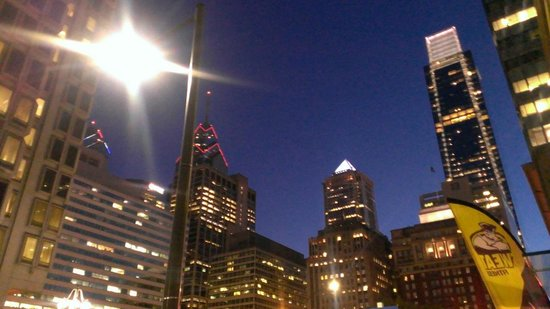 Le Meridien Philadelphia: View from out front of hotel