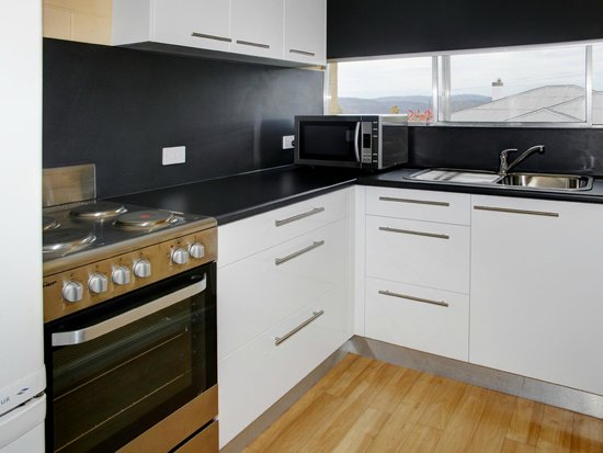 Graham Apartments: Fully equipped kitchen - 2 bedroom sleeps 5