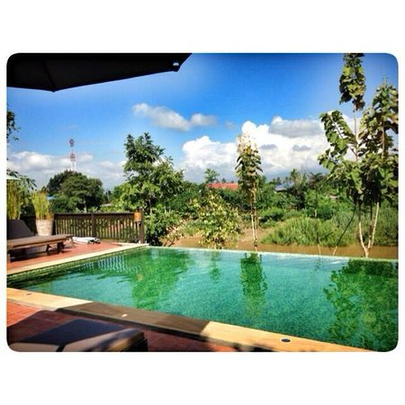 Marndadee Heritage River Village: Swimming Pool with Large Mea Ping River view