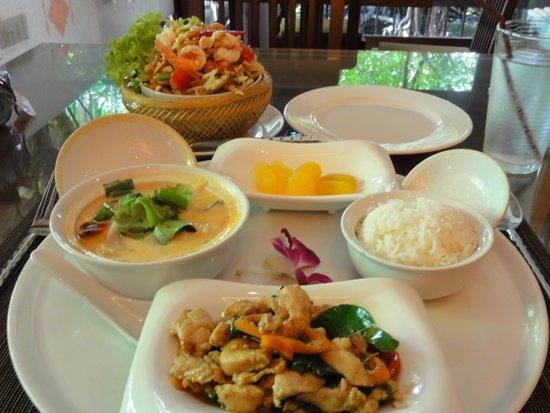 Lai Thai: ランチセットと揚げソムタム