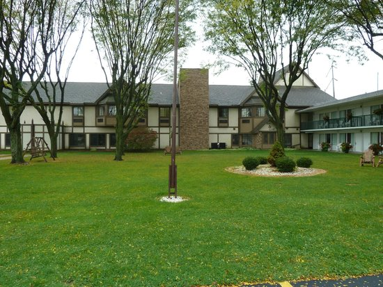 BEST WESTERN of Birch Run/Frankenmuth: view from parking lot