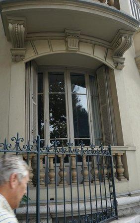 Hotel Victor Hugo Nice: Window of our room