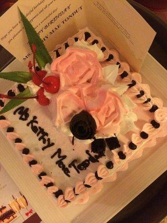 Flower Garden Hotel: The cake!!