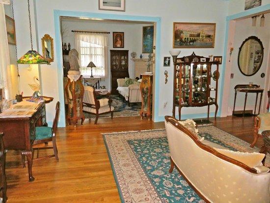 Armistead Cottage: Living and sitting room
