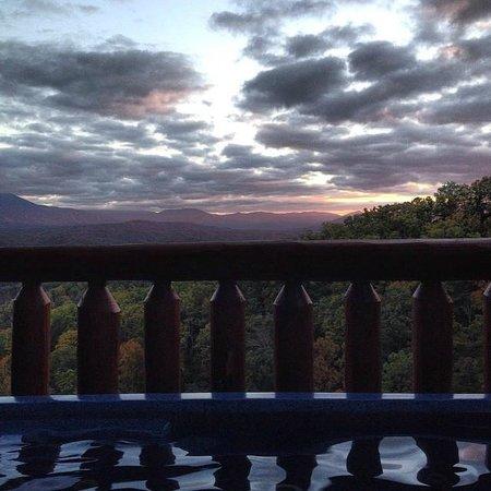 Gatlinburg Falls Resort: Sunset in the hot tub
