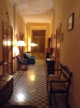 Hotel Erina: The hall to the bathroom