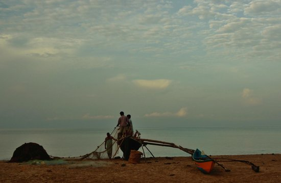 Papayas: Fishermen on the beach