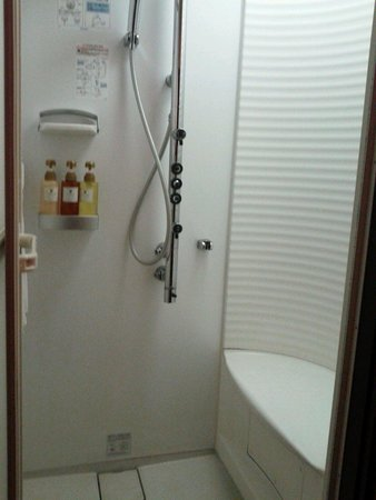 Hagi Royal Intelligent Hotel: The shower room in the guest room