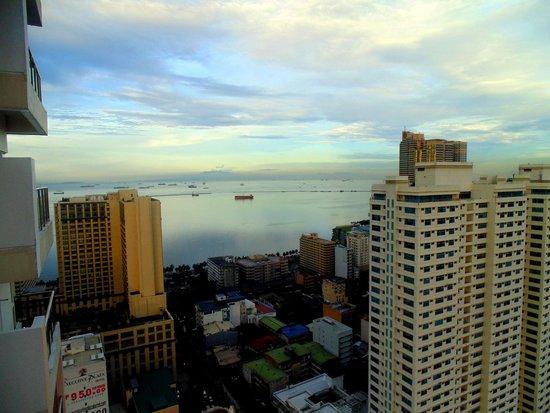 JMM Grand Suites: sea view of Manila bay