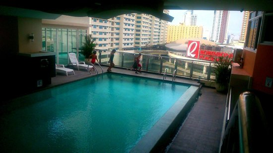 JMM Grand Suites: pool on the 10 th floor