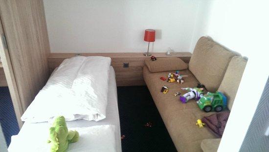 BEST WESTERN PLUS Hotel Schwarzwald Residenz: Inside the seating area/kid's room