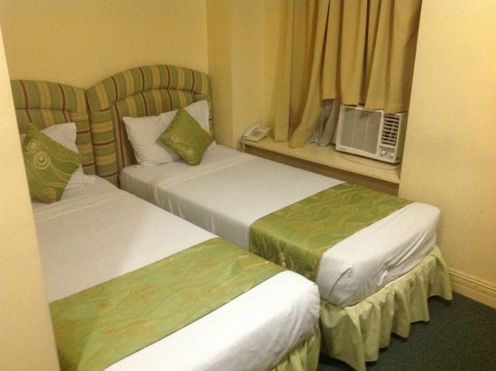 Manila Airport Hotel : Two single beds