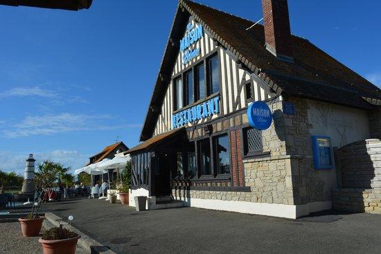restaurant picture of la maison bleue courseulles sur mer tripadvisor. Black Bedroom Furniture Sets. Home Design Ideas