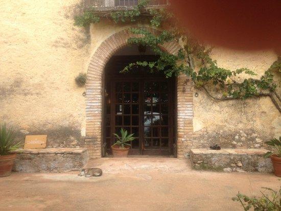 Hotel Castell de Gimenelles: Entrada del Hotel