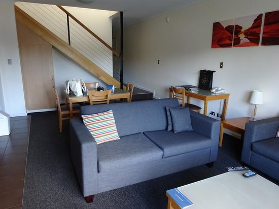 Assured Ascot Quays Apartment Hotel: very comfy lounge area