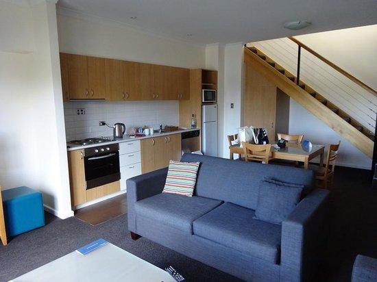Assured Ascot Quays Apartment Hotel: great kitchen