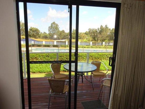 Assured Ascot Quays Apartment Hotel: spacious balcony