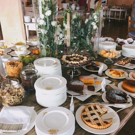 Relais Villa del Golfo & Spa: Cakes for breakfast