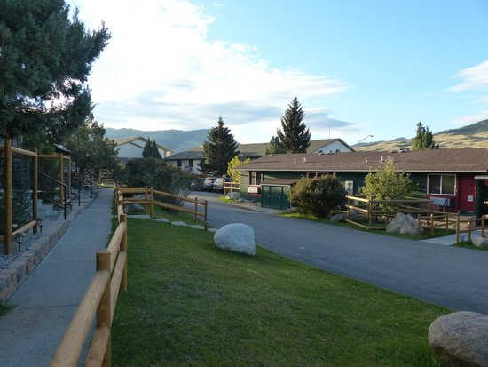 Yellowstone Gateway Inn: espace extérieur