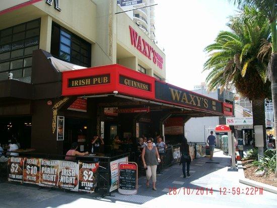 Waxy's Irish Pub: Facade