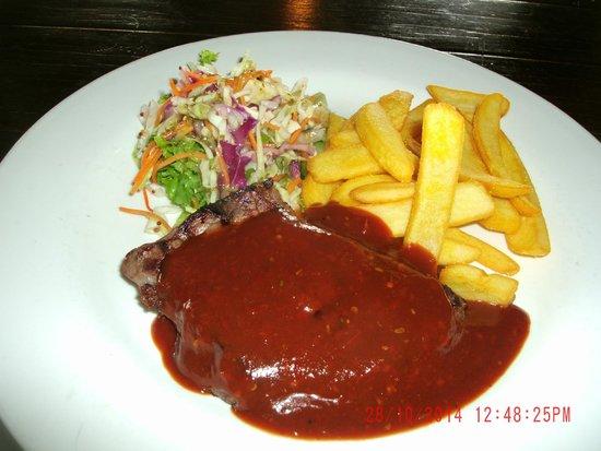 Waxy's Irish Pub: Rump Chips and Salad