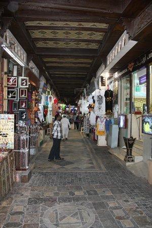 Mutrah Souk: Main passage from street