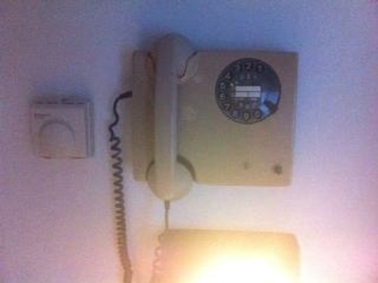 Hotel Sacramora: Telefono OLD SCHOOL (iLike)