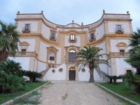 Villa Cattolica : La facciata