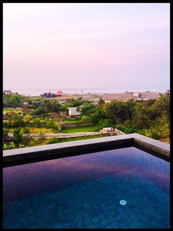The Kirana Hotel Resto and Spa : The penthouse balcony dip pool