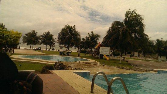 Busua Waves Resort: The pool
