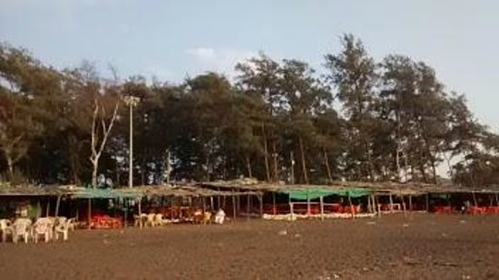 Daman, الهند: Devka beach