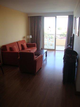 Aparthotel Tropicana Cala Millor : Wohnzimmer
