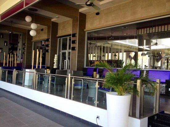 Hotel Riu Palace Jamaica: Outside Terrace At Vogue Bar