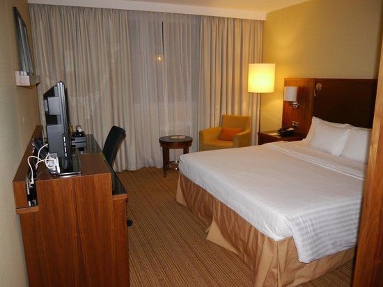 Courtyard Toulouse Airport: ROOM