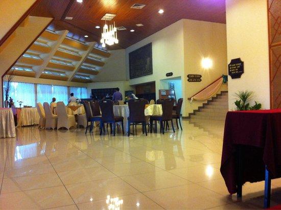 Hotel Perkasa : The restaurant at the lobby