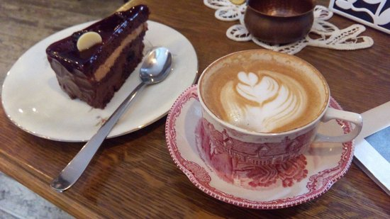 Camera din Fata: Chocolate cake with a cappuccino based on 100% Arabica house blend