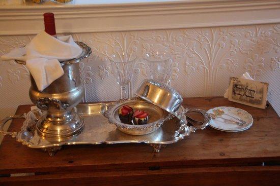 Tin Lizzie Inn: Bed time treats