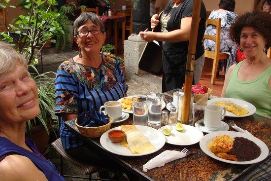 Fernando's Kaffee: Breakfast at Fernandos
