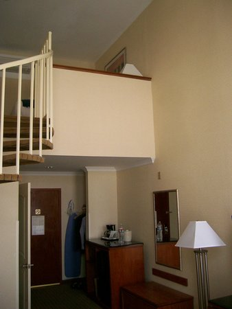 Century Park Hotel: Room on two levels on 4th floor