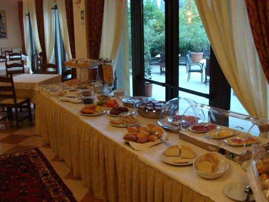 Hotel Olioso: Excellent breakfast