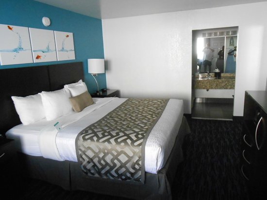 Clarion Inn: bed