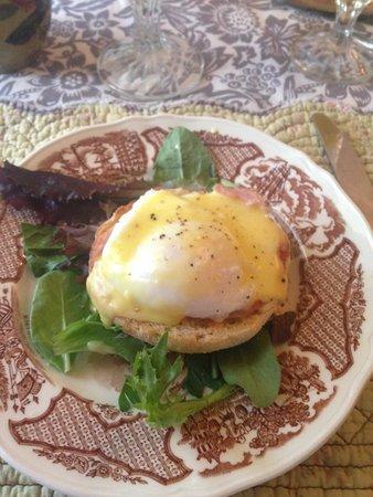 Littleton, MA: Eggs Benedict
