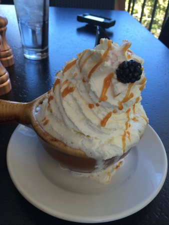 Creekside American Bistro: peach cobbler for 2
