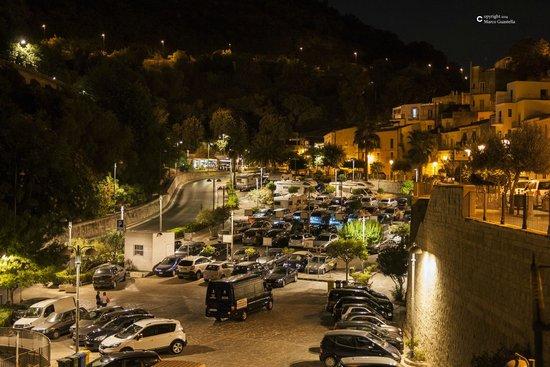 La Locanda Degli Iblei: Parcheggio adiacente al Ristorante