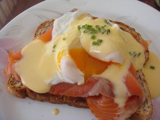 Cafe Duo : Egg Benedict with salmon