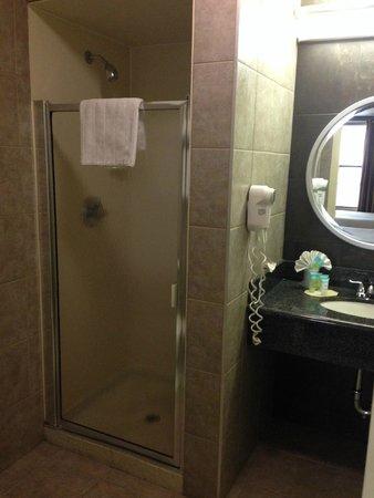 La Luna Inn: Bathroom