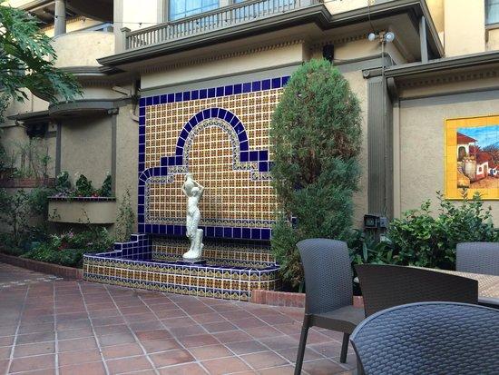 El Cordova Hotel: Courtyard